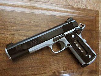 1911 with window grips